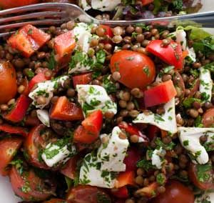 Salade met linzen en geitenkaas